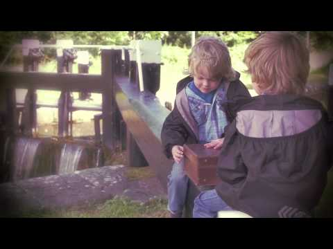 Peter Doran  'The World is Wide'   Folk Radio UK Video Premiere